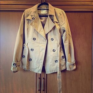 YMI belted double-breasted short beige trench coat